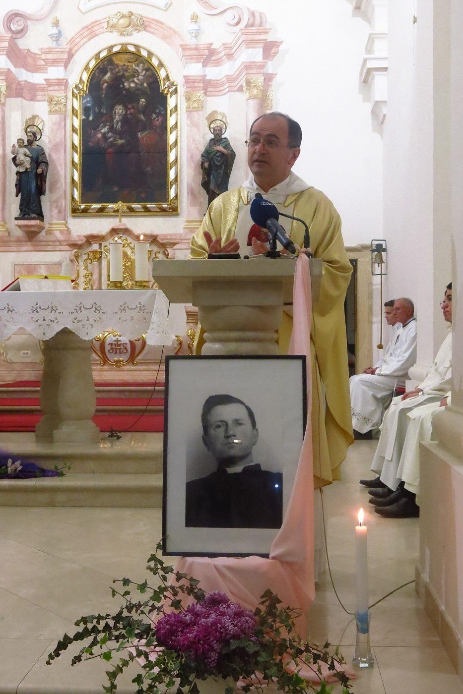 002-fr-anto-gavric-propovijeda-knjizevni-kranjcic