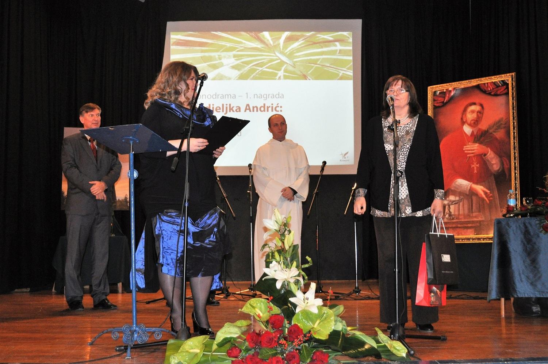 003-nedjeljka-andric-dobiva-nagradu-knjizevni-kranjcic