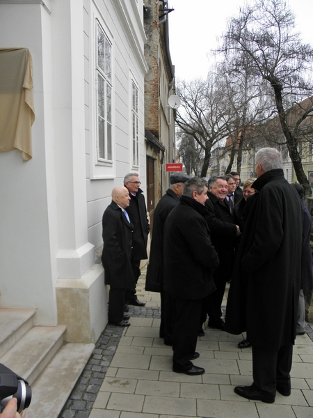 Akademik Ante Stamać (prvi slijeva) na otvorenju Zavoda HAZU u Križevcima 1. ožujka 2013. (foto R.Matić)