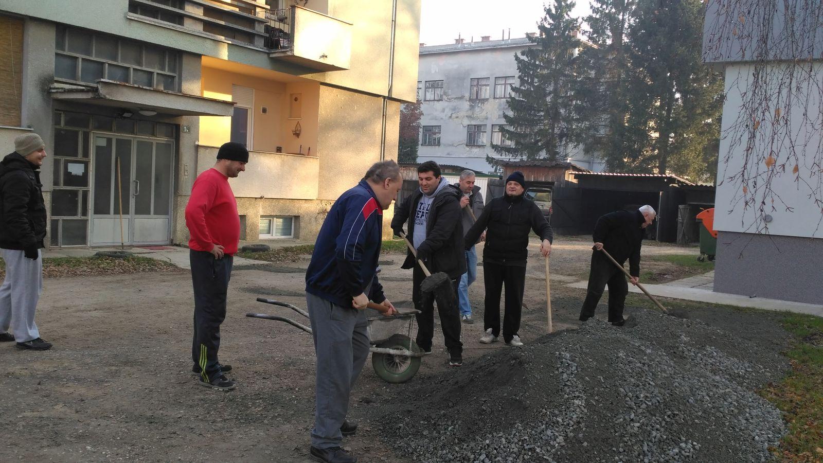 img_20161210_141907_radna_akcija_frana_gundruma_kamen_krpanje_rupa_inicijativa_mario_rajn_danijel_sasko
