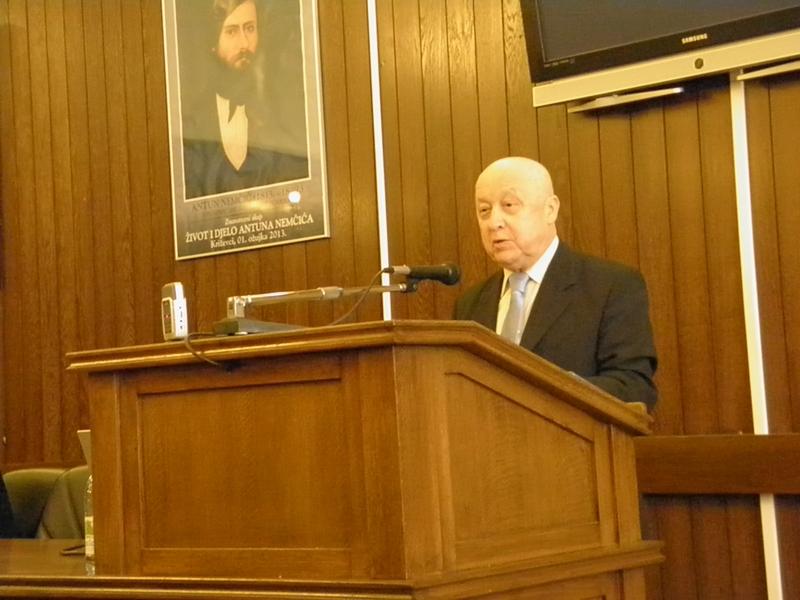 Nedavno preminuli akademik Ante Stamać na predavanju o Antunu Nemčiću u Križevcima 1. ožujka 2013. (foto: R.Matić)