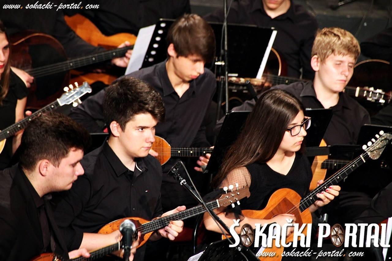19237829_1937845989768920_5267245255429677948_o_Zlatna_plaketa_Paje_Kolarica_Sokacki_portal_Tamburaski_orkestar_GS_Alberta_Strige