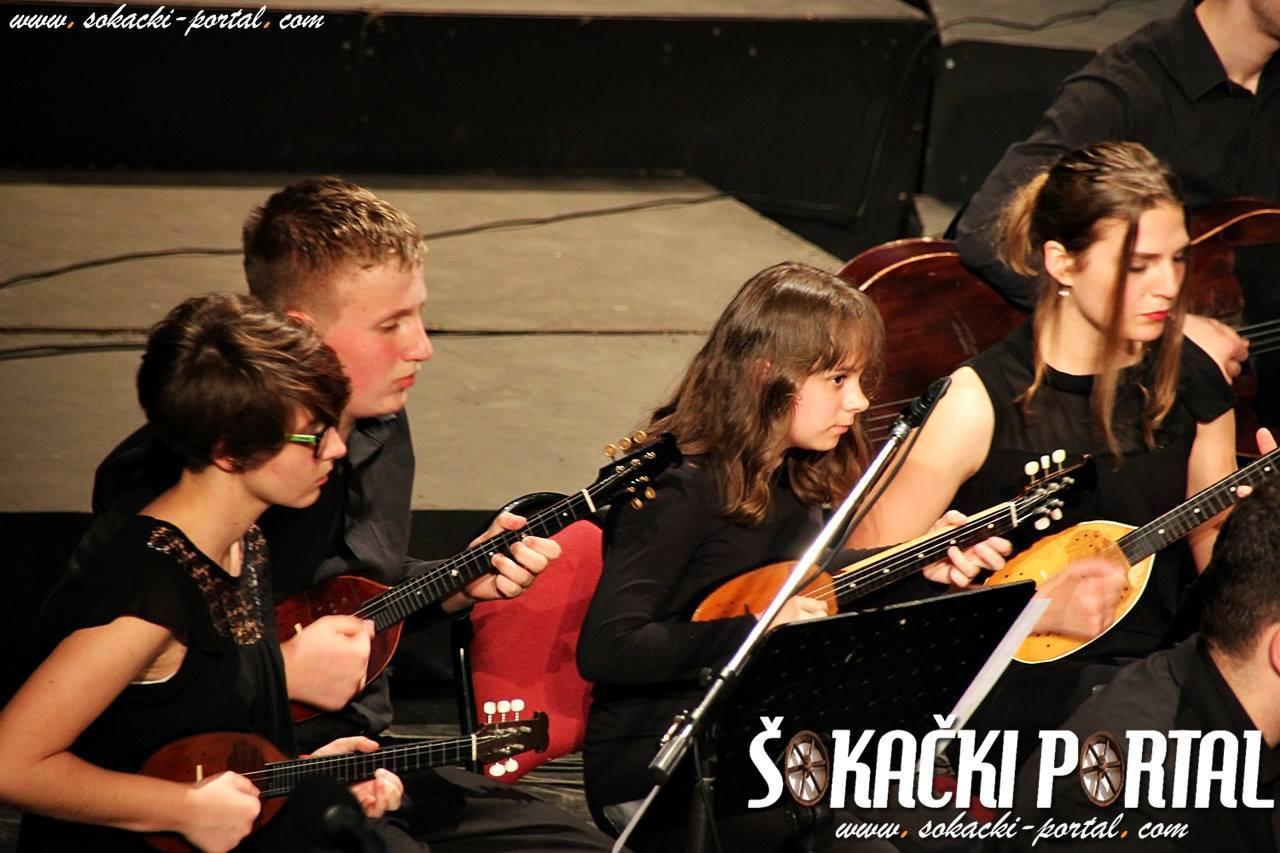19388450_1937845976435588_697061744370528866_o_Zlatna_plaketa_Paje_Kolarica_Sokacki_portal_Tamburaski_orkestar_GS_Alberta_Strige