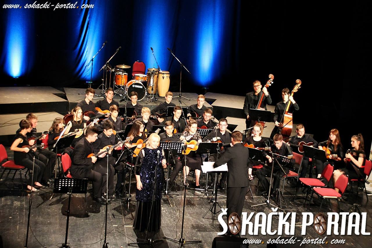 19390689_1937845703102282_6270320393882585199_o_Zlatna_plaketa_Paje_Kolarica_Sokacki_portal_Tamburaski_orkestar_GS_Alberta_Strige