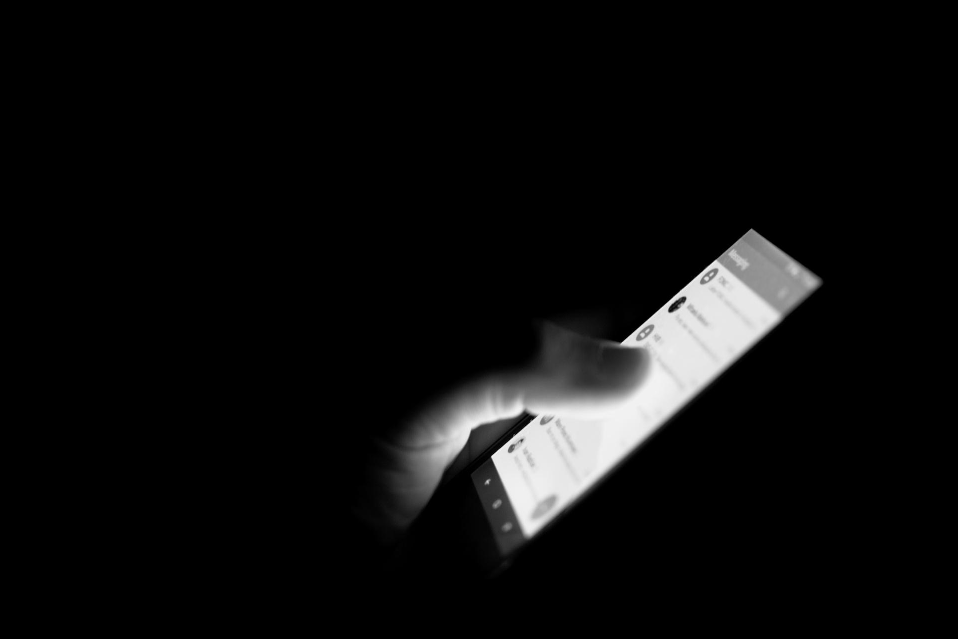 Mobitel u mraku