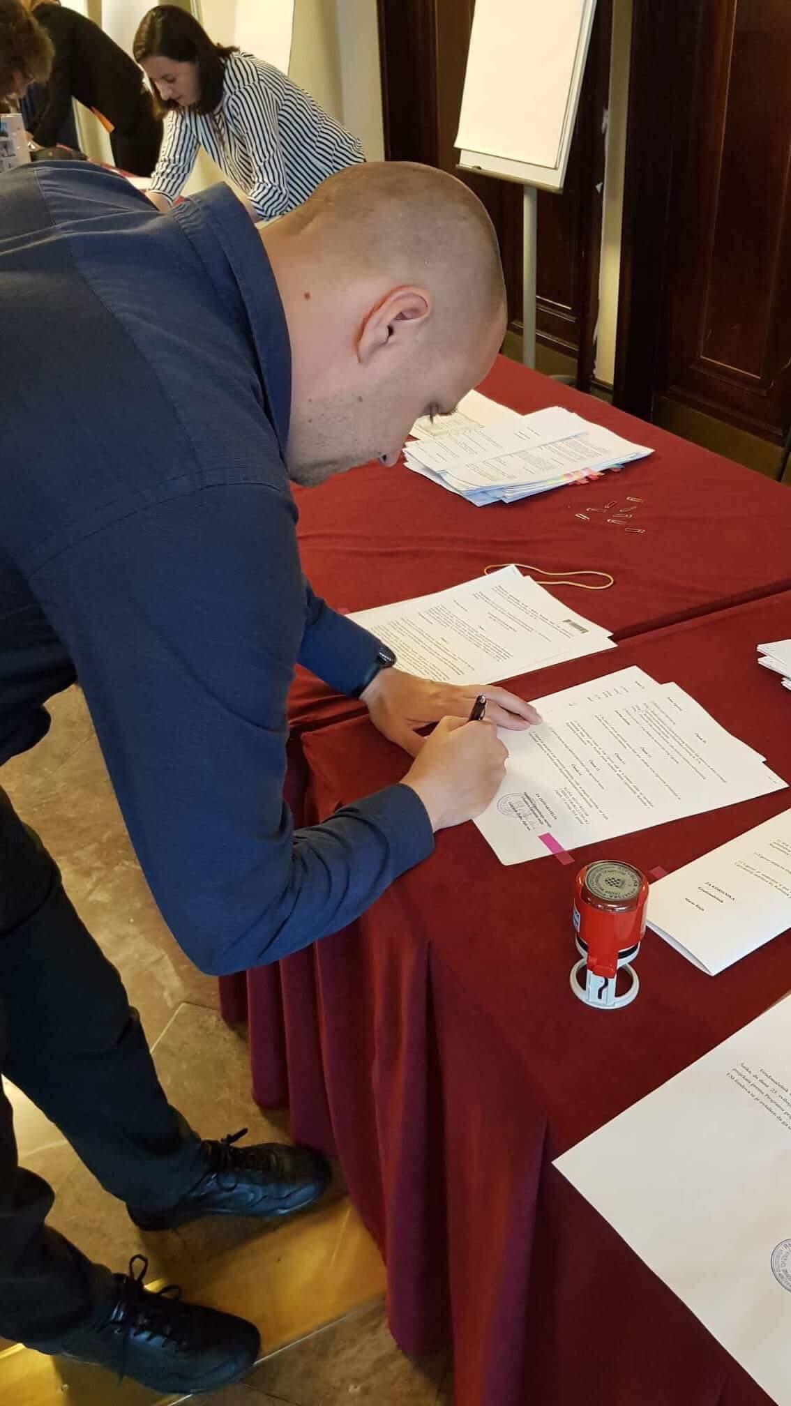 Potpisivanje ugovora Kino