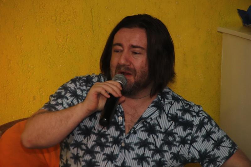 Mario Kovač na predstavljanju svoje knjige poezije u Galeriji K2 u Križevcima 27. svibnja 2020. (foto R.Matić)