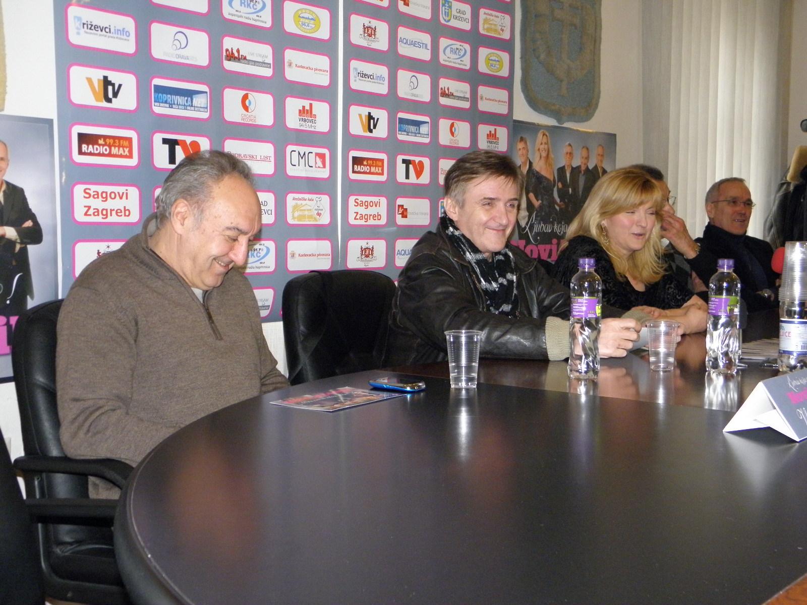 Konferencija za medije grupe Novi fosili povodom koncerta u Križevcima u ožujku 2012. godine - u sjećanje na Rajka Dujmića (foto R. Matić)