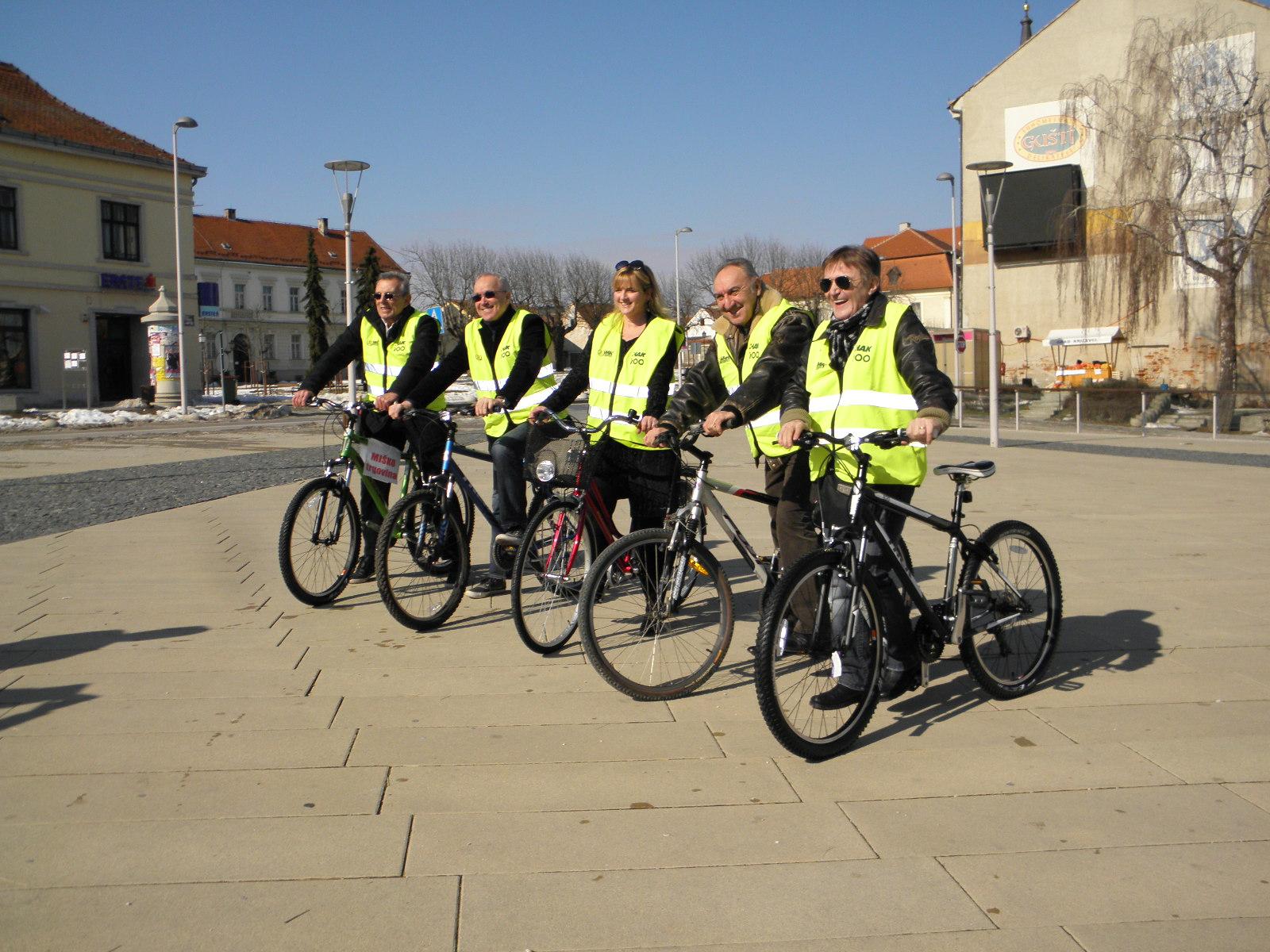 Novi fosili sudjeluju u akciji povećanja sigurnosti u prometu, u Križevcima 21. veljače 2012. - u sjećanje na Rajka Dujmića (foto R.Matić)