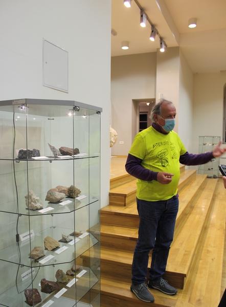 Profesor Tihomir Marjanac otvara izložbu impaktnih stijena 6. studenoga u zgradi Turističke zajednice u Križevcima. Izložba je otvorena do kraja studenoga (foto Martin Vujić)