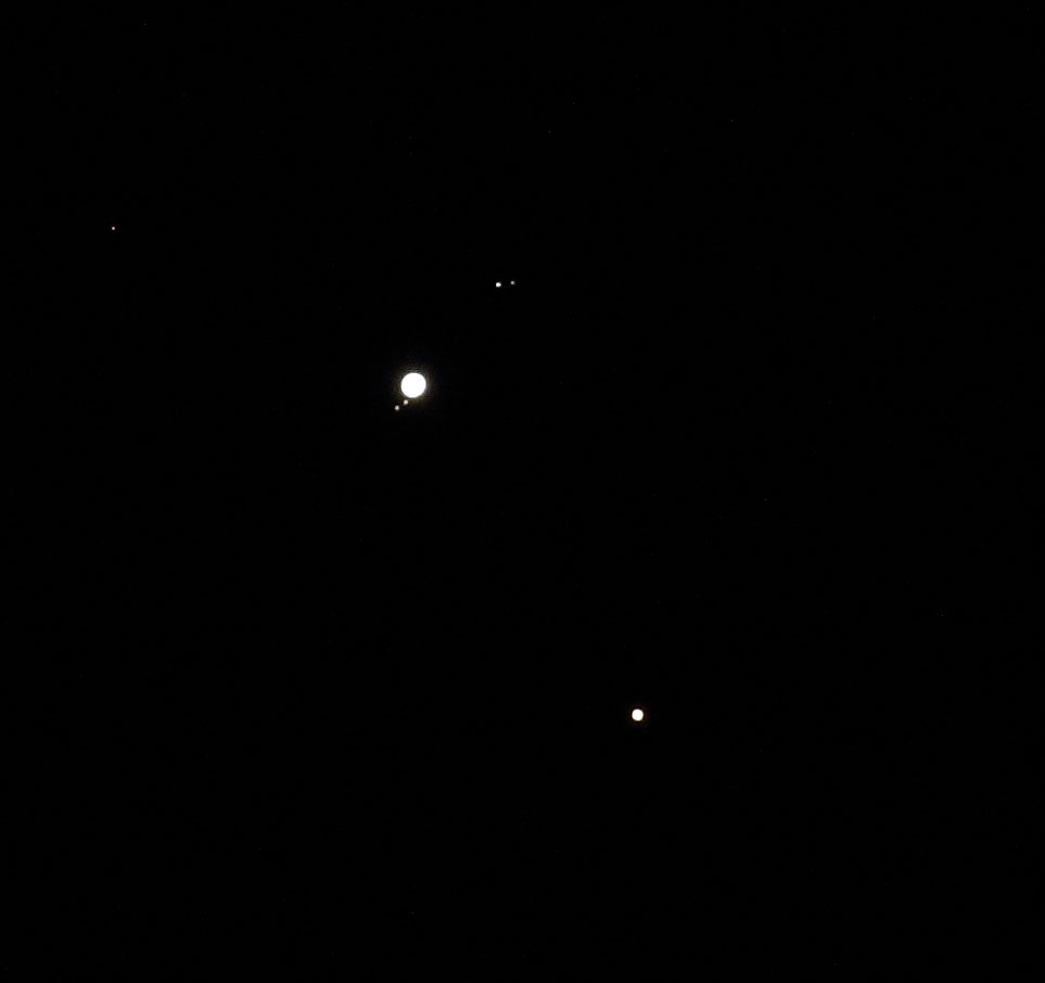 Nije to Saturn izgubio prsten, nego je to bliski susret Jupitera i Marsa 7. siječnja 2018. godine. Još bliskiji susret Jupitera i Saturna 21. prosinca oblaci nisu dopustili niti vidjeti niti snimiti. (foto M. Vujić)