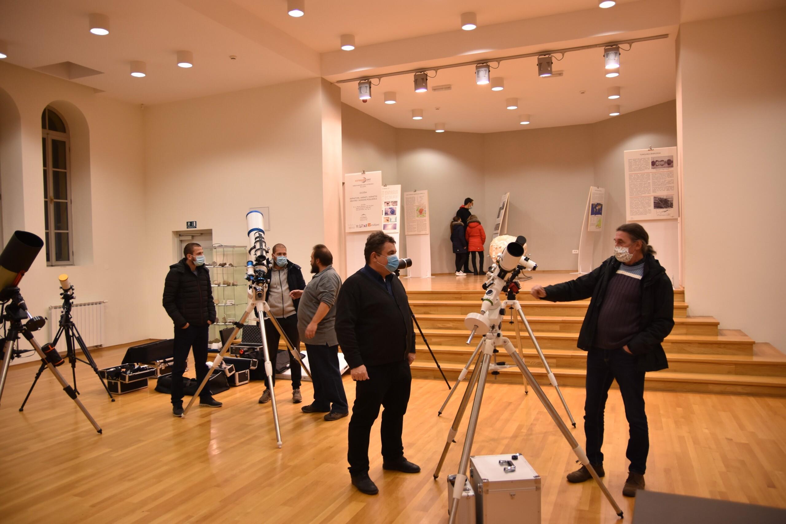 Izložba u izložbi - posljednjeg dana izložbe o impaktima Perzeidi su izložili i astronomsku opremu (foto Andrej Dundović)