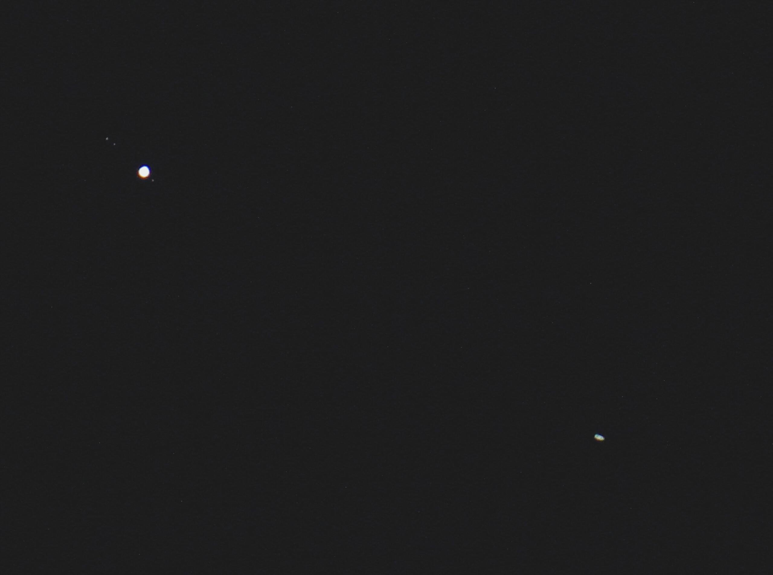 Jupiter i Saturn pet dana nakon konjunkcije, 26. prosinca, još uvijek u istom vidom polju teleskopa (foto Martin Vujić)