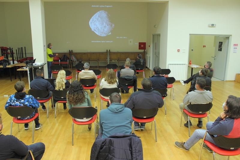 Predavanje prof. Tihomira Marjanca o sudarima Zemlje sa svemirskim tijeliima 6. studenoga u Križevcima (foto Martin Vujić)