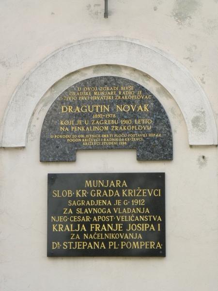 Spomen ploča Dragutinu Novaku na zgradi bivše munjare u Križevcima (foto R. Matić)